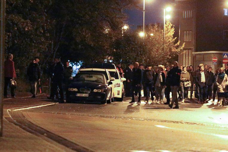 Het langst hield het gezelschap halt aan de BMW van het slachtoffer, op de plaats delict.