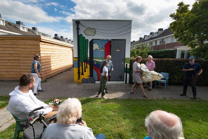 Opening kunstwerk op transformatorhuisje bij de Oeverloper in het kader van de Zomeractiviteiten in Dronten Noord.
