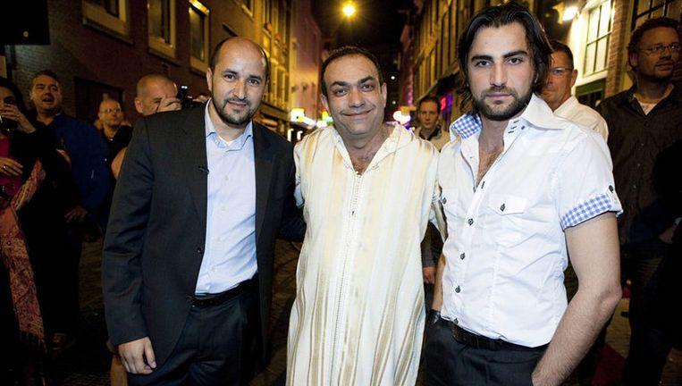 Ahmed Marcouch (links) met Atef Salib (midden) en Orhan Bucakli van het Arabische homocafé Club Havana. Foto Amaury Miller Beeld