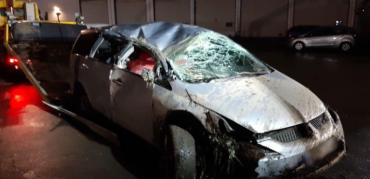 BREENDONK / LONDERZEEL - Het ongeval gebeurde op de A12 richting Brussel. De wagen ging over de kop en belandde in de gracht.