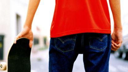 Slachtoffer weert messteken af met skateboard, dader riskeert drie jaar cel wegens poging doodslag