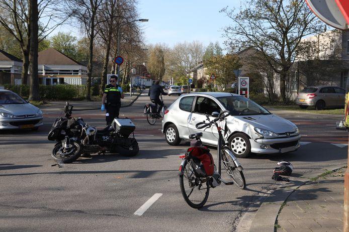 De motorrijder is naar het ziekenhuis overgebracht nadat hij in Boxtel werd aangereden door een automobilist.