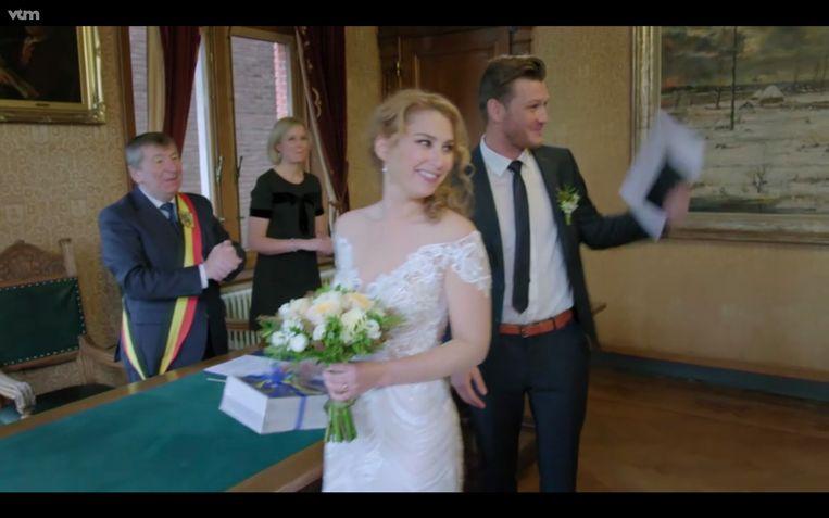 Burgemeester Luc De Ryck bij het huwelijk van Lenny en Jolien.