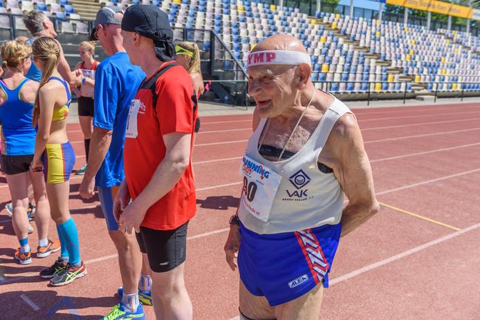 De 89-jarige Jiri Soukup (CZ) met nummer 90 deed ook mee aan de 5km.