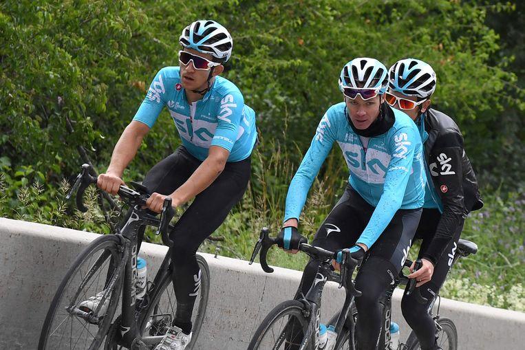 Froome met ploegmaats Kwiatkowski en Thomas op training.