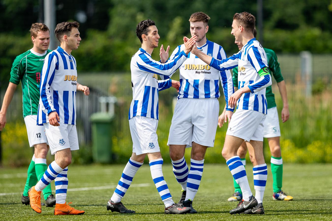 Omdat het hoofdgrasveld was afgekeurd, moest het eerste elftal van SC Woerden de wedstrijd tegen SPV'81 afgelopen zaterdag noodgedwongen op een kunstgrasveld spelen.