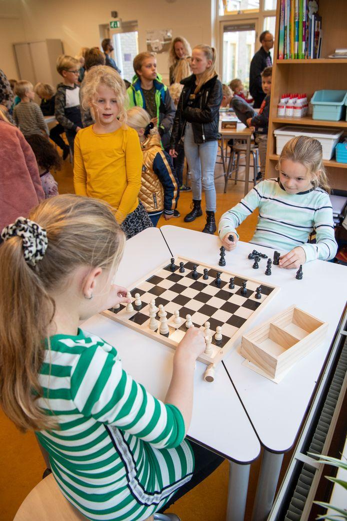 De hoogbegaafde leerlingen kunnen na de verbouwing veel meer spelletjes doen.
