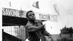 """Léon Mokuna, de eerste zwarte speler in onze hoogste klasse, overleden: """"Mijn komst naar Gent was een spektakel"""""""