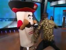 Bokser Wilder breekt kaak mascotte tijdens tv-show