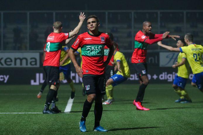 Bart van Rooij baalt na de eerste tegentreffer van NEC bij SC Cambuur.