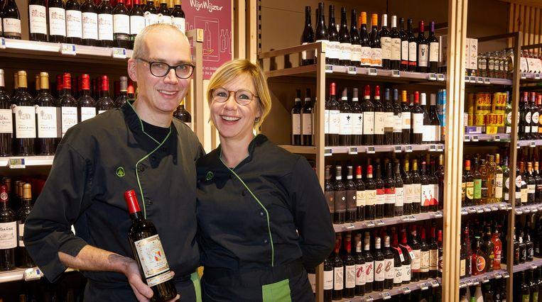 Filip en Nele zijn bijzonder fier op hun vernieuwde winkel.
