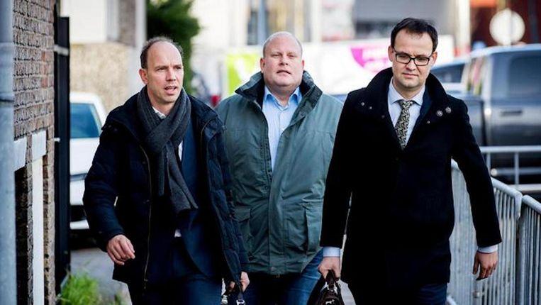 Advocaten Sander Janssen (L) en Robert Malewicz komt aan bij de zwaarbeveiligde rechtbank De Bunker voor het pleidooi in de strafzaak tegen Willem Holleeder. Beeld anp