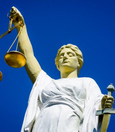 Vier maanden cel voor met auto inrijden op man in Duivendrecht
