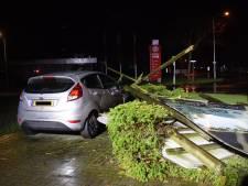 Storm Dennis: opruimen bomen Spijk te gevaarlijk, verhuurbord op auto en extra centralisten opgeroepen