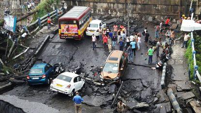 Brug in India stort in: 1 dode en 16 gewonden