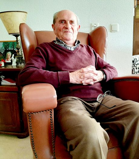 Jan Rikhof (93), de Almelose tenor die blijft zingen tot het niet meer gaat