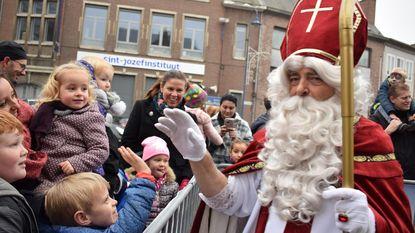 Sint en zwarte pieten maken honderden kinderen gelukkig