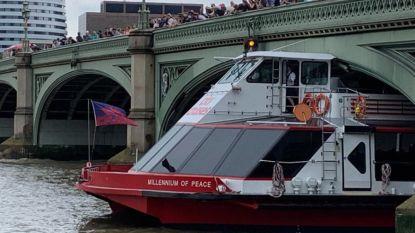 """Toeristenboot vaart zich vast onder Westminster Bridge: """"Mensen huilden en schreeuwden"""""""