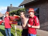 DVG-spelers brengen Avesteyn-coach bezoekje na promotie en versieren straatbord