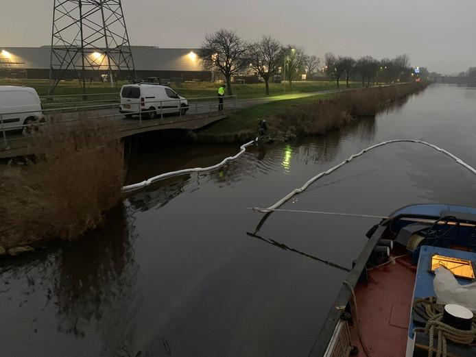 Olie in het Markvlietkanaal