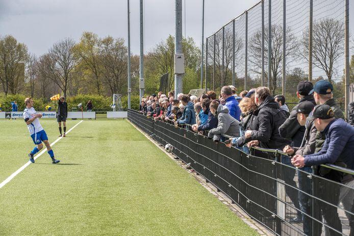 Publiek bij het amateurvoetbal is de komende weken niet meer mogelijk.