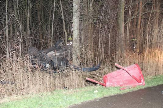De vermoedelijk bij de dodelijke aanrijding betrokken auto crashte die nacht verderop.