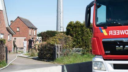 Haag en tuinhuis gaan in de vlammen op in Eine