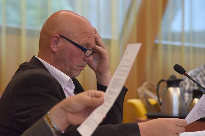Wethouder ToonAntonis, tijdens een van zijn laatste raadsvergaderingen voor de zomer van 2016. foto Jan Wijten