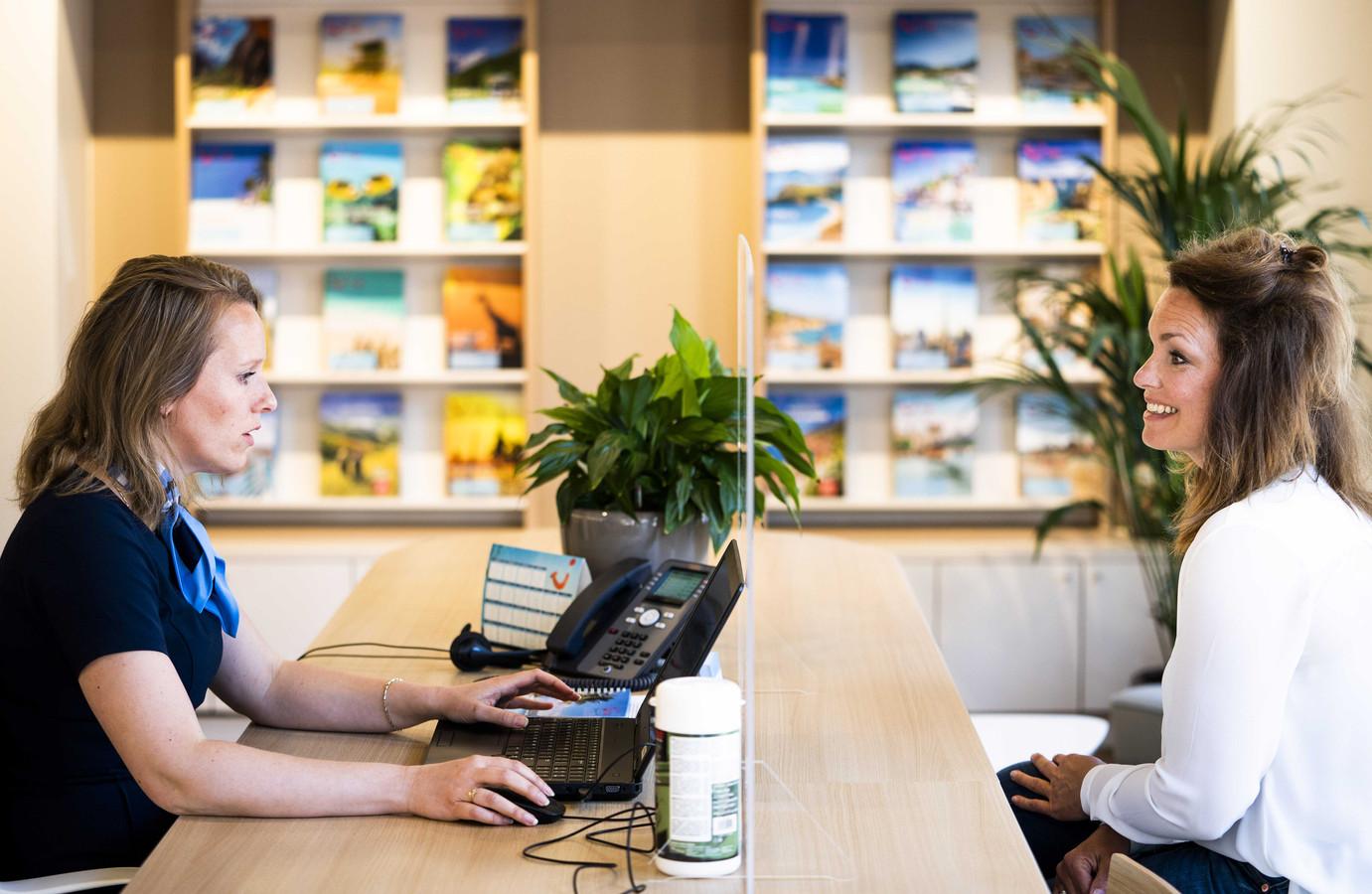 TUI opende begin deze maand weer een aantal reisbureau's. Alle winkels van de reisorganisatie gingen in maart dicht vanwege het coronavirus.