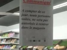 """Une affiche interdisait l'entrée d'un supermarché aux """"personnes voilées"""""""