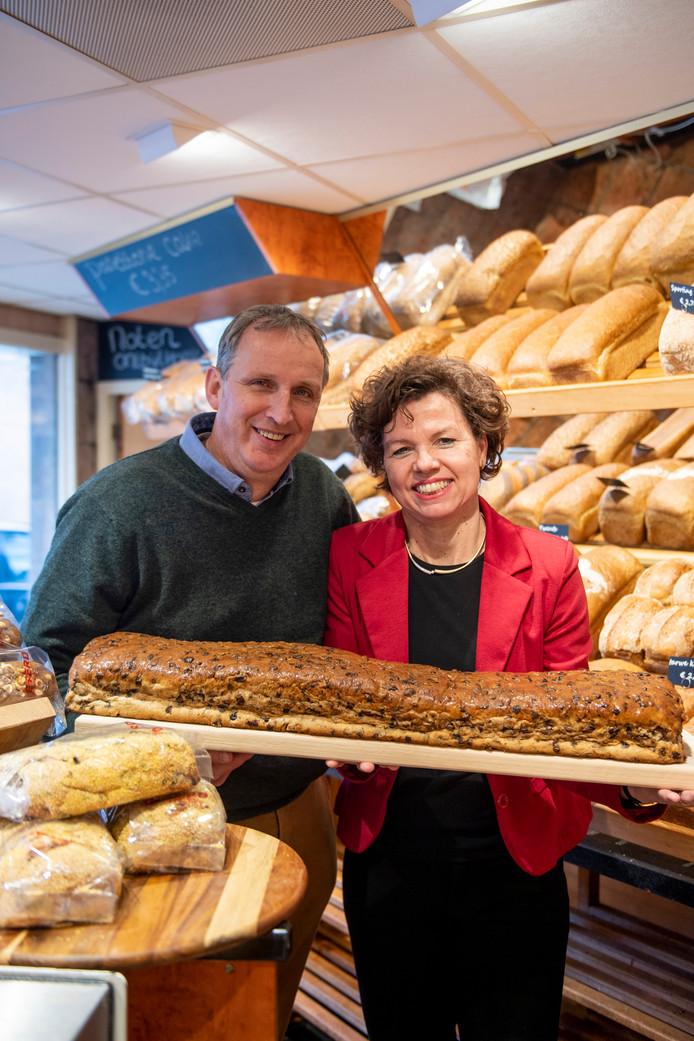 Jan en Bep Deterd in hun bakkerij aan de Bornerbroeksestraat.
