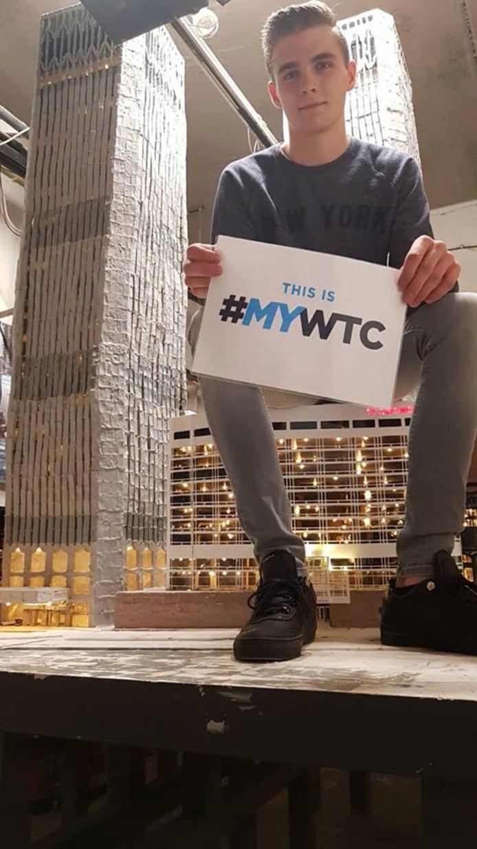 Daan van der Steijn met zijn WTC in een garage in Deurne.