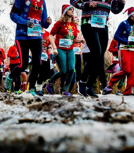 In beeld: hardlopen in foute kersttrui voor goed doel