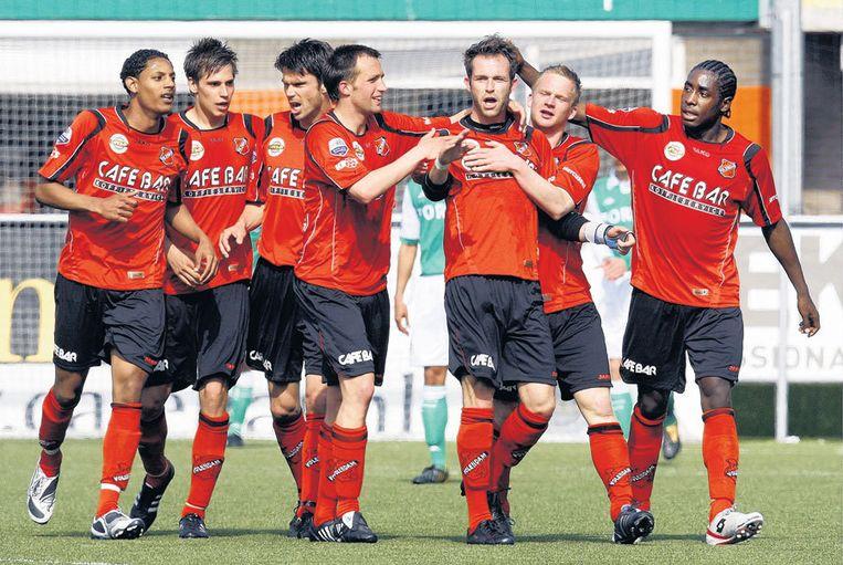 De spelers van Volendam vieren een doelpunt in een duel met Feyenoord. 'Het andere Oranje' speelt vanavond de bekerwedstrijd tegen SC Heerenveen, dat in de competitie twee keer won: 1-0 en 3-2. Foto ANP/Robert Vos Beeld