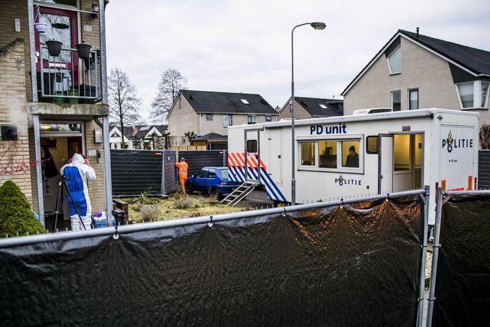 De politie doet onderzoek bij de woning van de vermoorde 35-jarige Marjolein Bosch in Eerbeek, op 14 februari van dit jaar.
