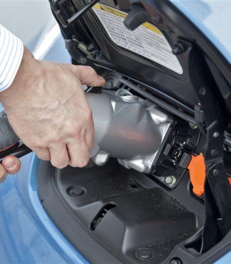 Kan een elektrische auto aan een gewoon stopcontact?