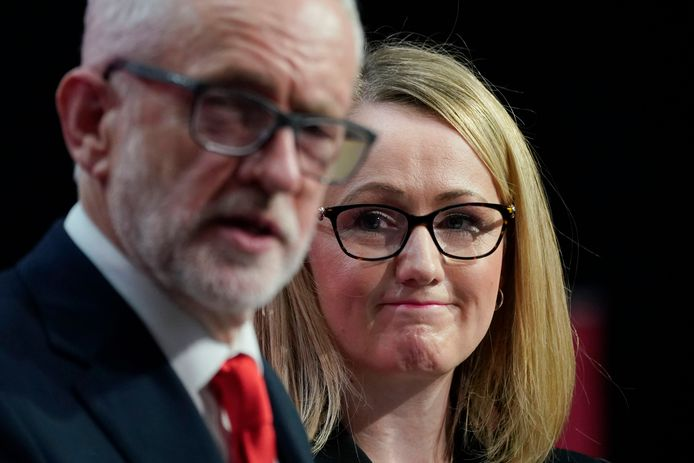 Rebecca Long-Bailey, achter Jeremy Corbyn.