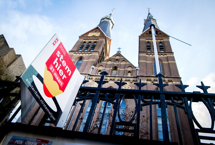 De Posthoornkerk is ontworpen door de Nederlandse architect P.J.H. Cuypers, die ook het Centraal Station en het Rijksmuseum ontwierp.