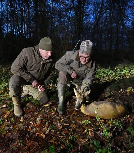 Op pad met twee Twentse jagers: 'In Nederland ben je een moordenaar, in Duitsland de koning'