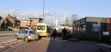 Wielrenner raakt gewond bij aanrijding in Boxmeer