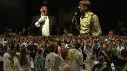 De Burgemeester en Van Leemhuyzen warmen studenten op voor massacantus