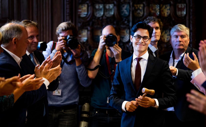 Scheidend fractievoorzitter Alexander Pechtold draagt de hamer over aan Rob Jetten tijdens de vergadering van D66.
