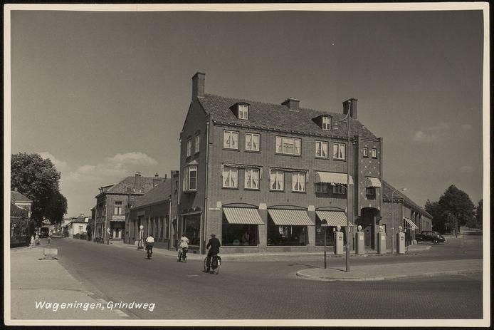 Het pand van garage Kirpestein rond 1950, toen nog in volle glorie.