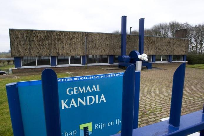 Binnenkort wordt begonnen met de renovatie van het gemaal Kandia in Duiven. De opknapbeurt moet in oktober 2010 gereed zijn. foto Henk Rodrigo