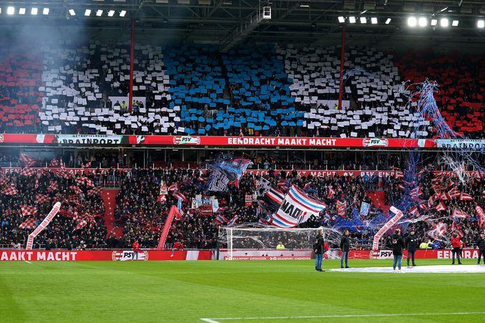 PSV-supporters tijdens de laatste thuiswedstrijd van de club, tegen Feyenoord.