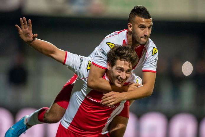 IJsselmeervogels-spits Danny van den Meiracker viert de 1-0  in de vorige ronde tegen FC Den Bosch met Ahmed el Azzouti.