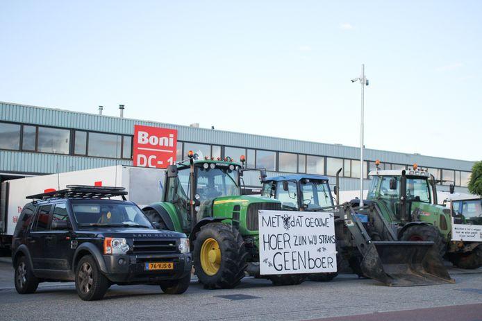 Het industrieterrein zou volledig geblokkeerd zijn door de boeren.