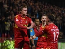 Invallers helpen Go Ahead aan de winst op taai FC Dordrecht