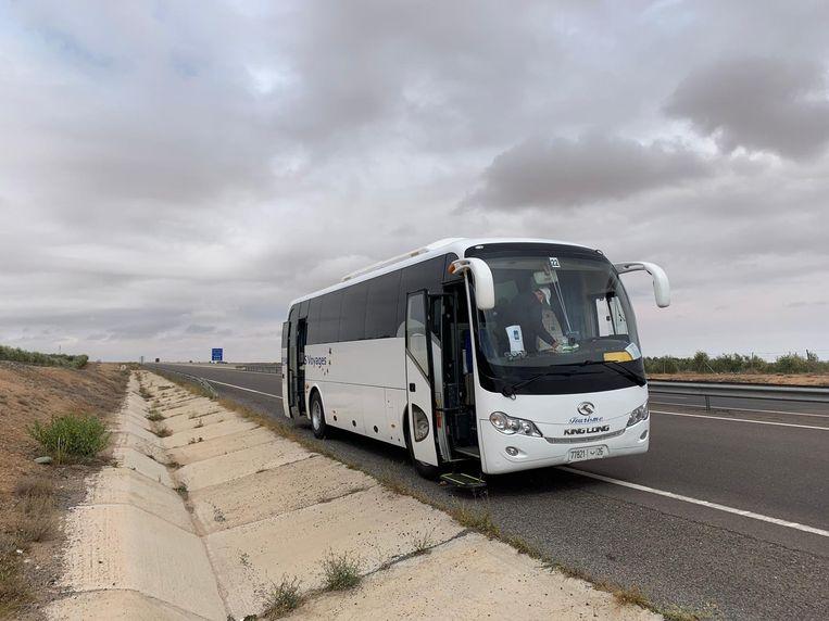 De bus waarin Jonas Martens-Baars naar de luchthaven van Casablanca werd vervoerd Beeld Jonas Martens-Baars