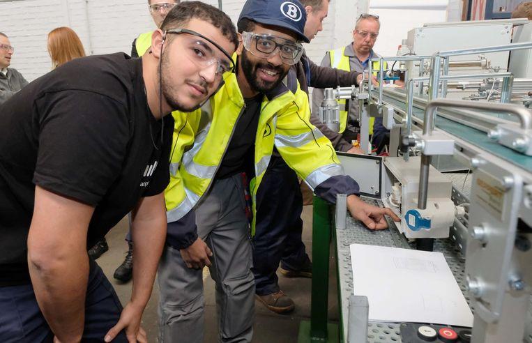 Ismail Saoudi en Walid Hadi, twee enthousiaste NMBS-medewerkers in spe.